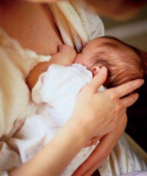 Rahat emzirme için ihtiyaç listesi emzirme anne bebek 1