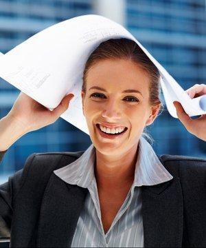 Yeni iş yerinde ilk günleri nasıl kolay atlatırsınız? calisan is kadini 2