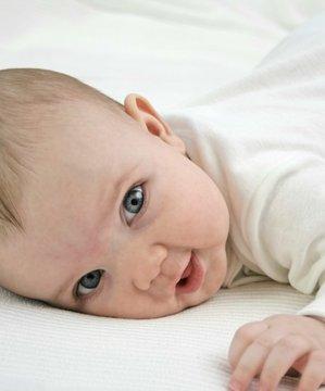 Bebek kıyafeti nasıl seçilir? bebek yenidogan 1