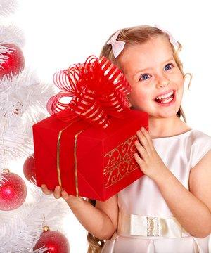 Çocuklara yılbaşında ne hediye almalı? (Yılbaşı 2013) shutterstock cocuk hediye 1
