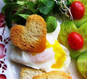 Romantizmi artırmanın 10 yolu kahvalti kalp 2
