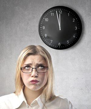 İş yerinde zamanın hızlı geçmesi için ne yapmalı? shutterstock kariyer iskadini 1