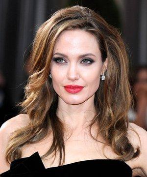 Oscar 2012: En güzel saç ve makyajlar angelinajolie 1