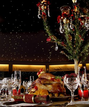 Divan otellerinde y lba pudra for Divan yilbasi sepetleri