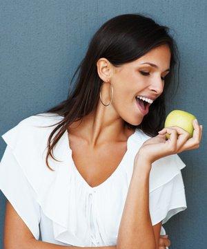 Yağ yakan yiyecekler beslenme elma saglikli 1