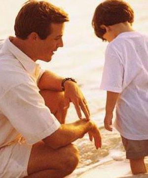 İyi bir anne ve baba olmak için cocuk eglen 4 2
