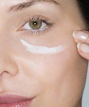 Göz çevresi kreminin 5 yanlış kullanımı eye 1