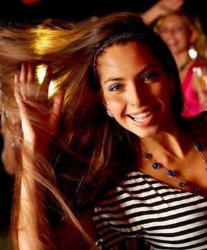 Bu hafta sonu ne yapsak? ( 16-17-18 Kasım 2012) eglence kadin mutlu 1