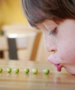 Çocuğunuza nezaket kurallarını nasıl öğretebilirsiniz? cocuk beslenme r8 10
