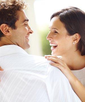 Eşinizle daha fazla birlikte zaman geçirme yolları shutterstock mutlu cift 1