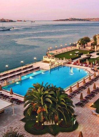 İstanbul'daki En Güzel Açık Havuzlar Çırağan Palace Kempinski havuzu