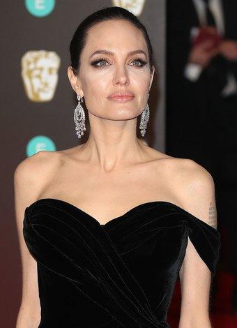 BAFTA 2018 kırmızı halı töreninde şıklık yarışı