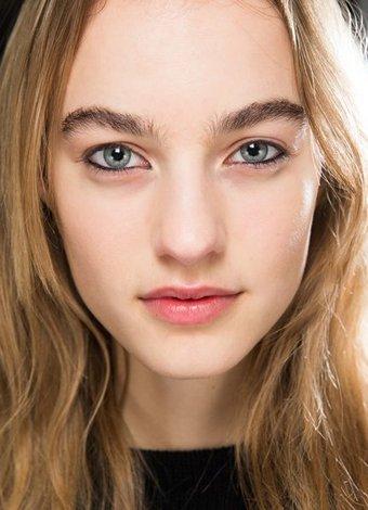 Kaşlarınıza nasıl çeki düzen verirsiniz?
