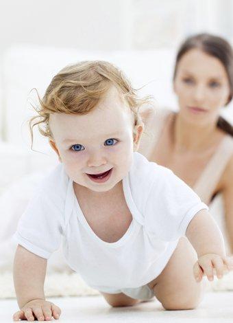 Bebeklerde ve çocuklarda egzamanın belirtileri anne bebek emekleme 1