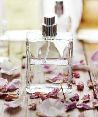 Sevgililer günü için en güzel parfümler parfum sisesi 1