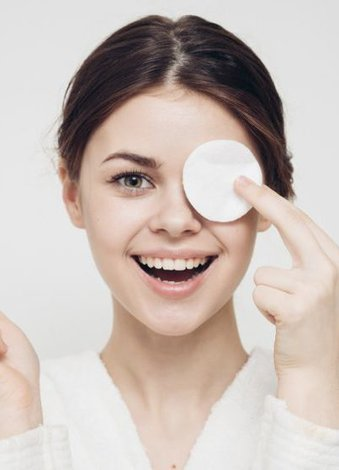 Bahar aylarında cildinizi canlandırmanın 4 adımı İlk adım: Günlük cilt temizliğinizi ihmal etmeyin