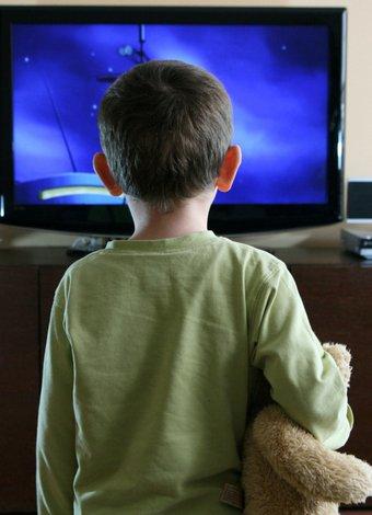 Çocuğunuz televizyon bağımlısı mı? cocuk televizyon 1