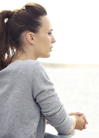 Bir erkeğin sorunlu olduğu nasıl anlaşılır? dusunen uzgun mutsuz 1