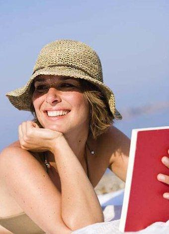 Yaz tatili için en yeni rehber kitaplar kitap okuma plaj 1