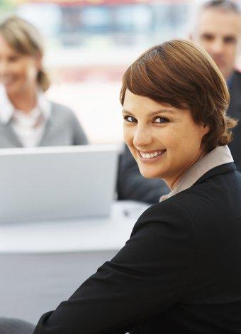İş hayatında kadınlar zayıf ya da yırtıcı olmak zorunda mı? kariyer iskadini isyeri 3
