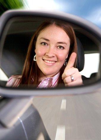 Sabahları erken kalkmanın kariyeriniz için yararları kadin surucu otomobil 2