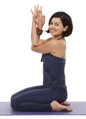 Bahar yorgunluğuyla başa çıkmak için yoga yapın! zeynep celen yoga 1