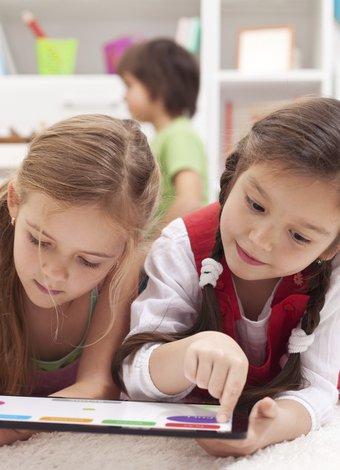 Çocukları mobil cihazlardan uzak tutmak için 10 neden cocuk ekran ipad 1