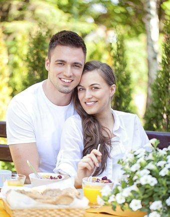 Yeni evlilere mutlu yaşama önerileri kahvalti yemek cift 1