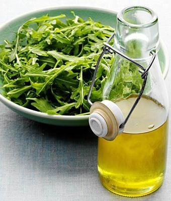 Sağlıklı kilo vermek için tüketmeniz gereken besinler sebze roka zeytinyagi 2