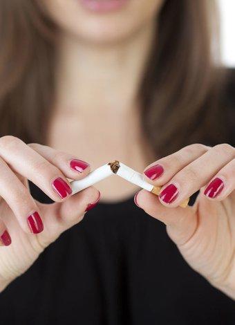 Yaşlanmayı hızlandıran faktörler sigara kadin 3