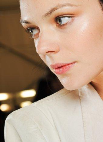 Gözleri daha büyük göstermek için makyaj hileleri acilis makyaj hileleri 1