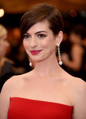 Ünlü yıldızlar hangi parfümleri kullanıyorlar? Anne Hathaway met 1