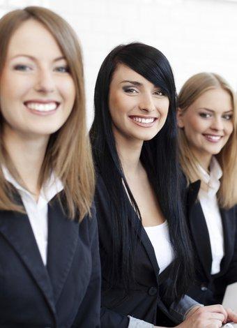 İş hayatında kadınlar zayıf ya da yırtıcı olmak zorunda mı? is hayati kariyer 1