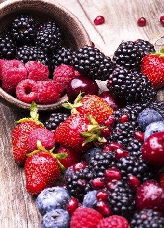 K vitamini hakkında bilmeniz gereken 7 önemli bilgi kirmizi meyveler cilek 1