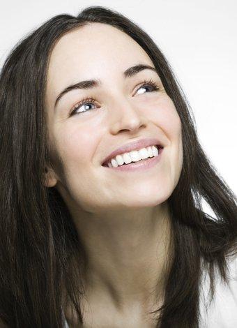 Diş nasıl beyazlatılır? mutlu kadin gulumseme 1