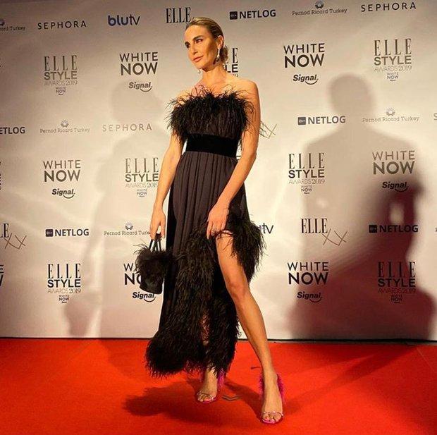 Ece Sükan, Yves Saint Laurent imzalı elbisesi ile