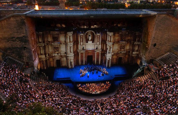 orange tiyatrosu provence bolgesi sehri festival sanat