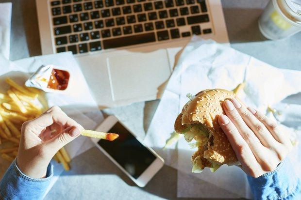 Bilgisayar başında yemek yemeyin