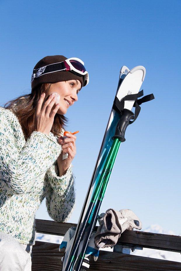 Kar tatilinde güneş koruyucu ve nemlendirici kullanın