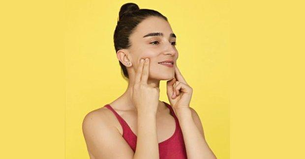 Gülme çizgileri ve elmacık kemikleri için yüz yogası