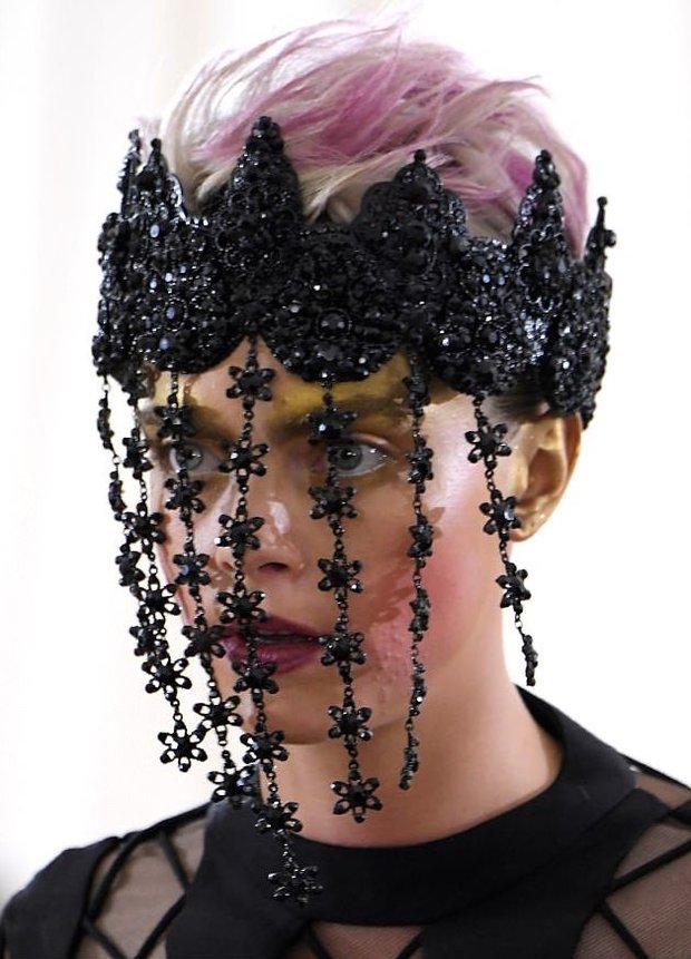 Cara Delevingne Met Gala makyajı