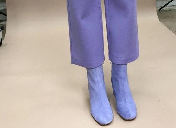 pantone_yılın_rengi_mor_ayakkabı