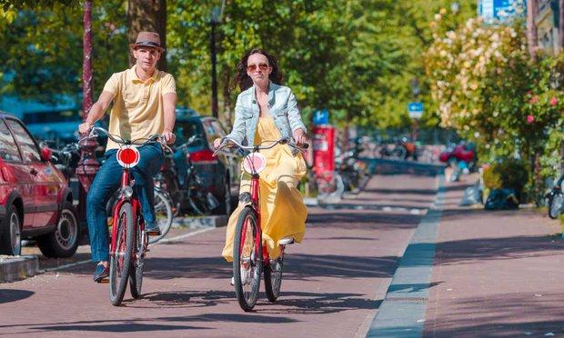 Amsterdam'da bisikletliler