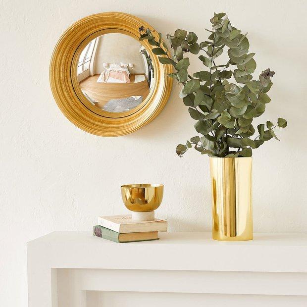 Altın rengi vazolar yazın trendi