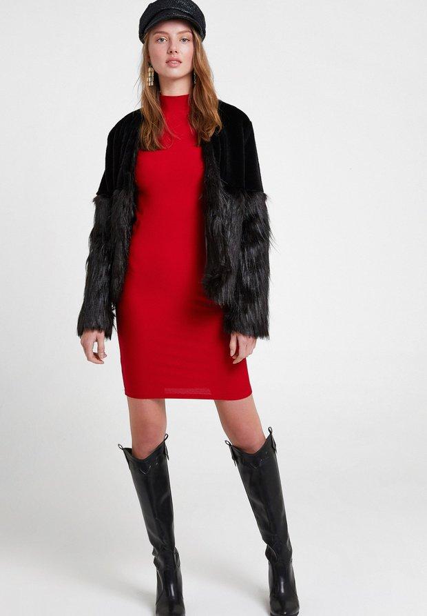 OXXO sırt detaylı uzun kollu kırmızı elbise