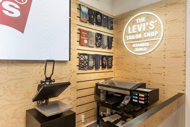 Levi's Print Bar