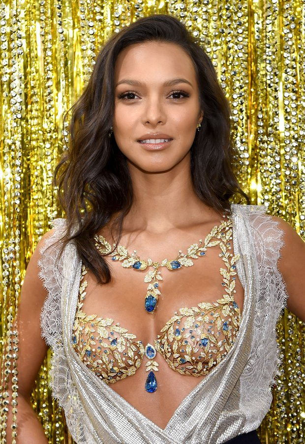 Lais champagne nights fantasy bra reveal victorias secret
