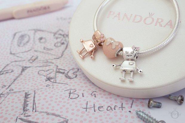 Pandora Friends Bella Bot Rose & Gümüş seçenekleri