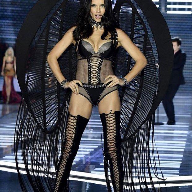 Victoria's Secret 2017 Şangay Şovu - Adriana Lima