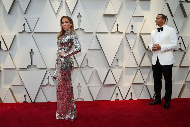 Jennifer Lopez'in elbisesi Tom Ford imzalı